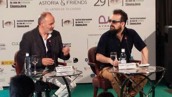 Nacho Vigalondo a la derecha y Rafael Maluenda (director del certamen) a su lado