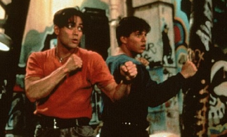 Los hermanos Lee (Mark Dacascos y Scott Wolf) preparados para la acción
