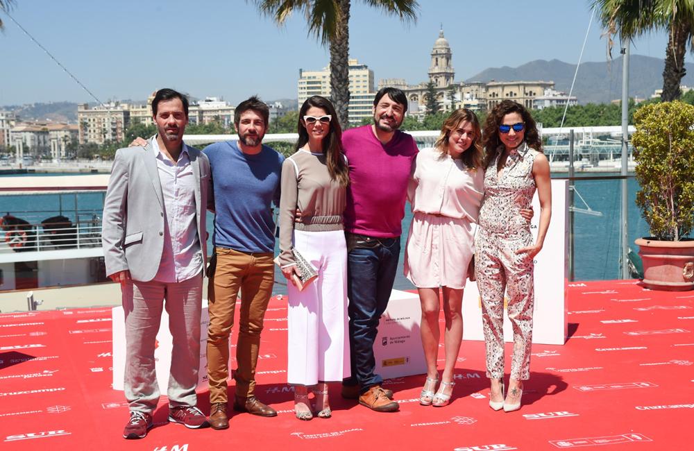 """Los actores de """"Tiempo sin aire"""" posan en el photocall (fotografía cedida por la web del Festival)"""