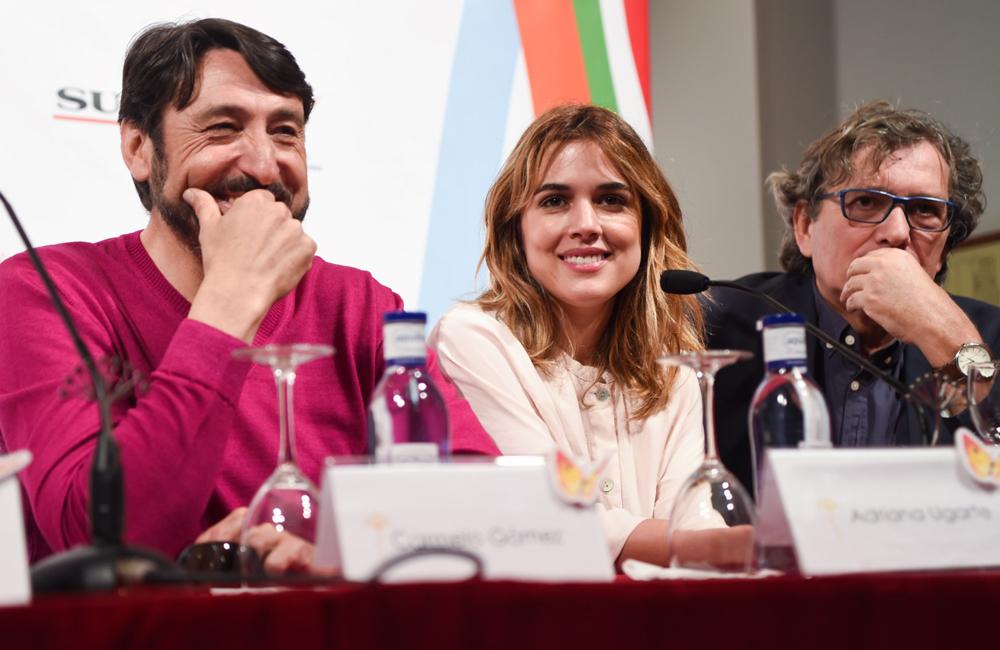 """Los actores Carmelo Gómez y Adriana Ugarte en la rueda de prensa de """"Tiempo sin aire"""" (fotografía facilitada por la web del Festival)"""