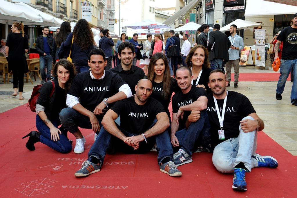 Director y elenco de 'Animal' (foto facilitada por la web del festival)