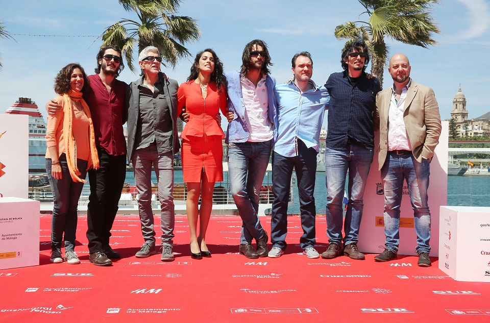 """Cast de """"Matar el tiempo"""" posando en la alfombra roja (foto facilitada por la web del festival)"""