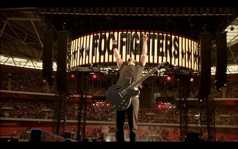 Dave Grohl liderando uno de los multitudinarios conciertos de los Foo Fighters.