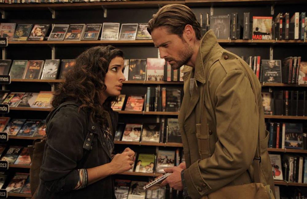 Mara (Inma Cuesta) y Hugo se encuentran en un videoclub para tratar un delicado asunto en una escena de Los miércoles no existen